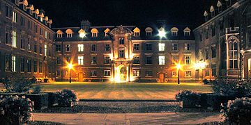 St Catharine's College, Cambridge (night).jpg