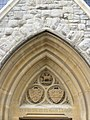 St James, Islington, with Clothworkers Insignia.jpg