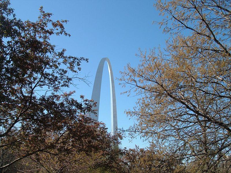 File:St Louis Missouri-Sunny Sunday at the Gateway Arch-20070415085852.jpg