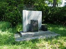 Starý židovský hřbitov v Táboře - památník 1955.jpg