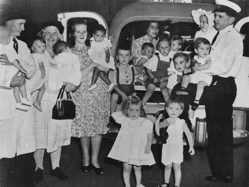 File:StateLibQld 2 164435 Children arriving at City Hall ...