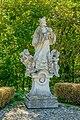 Statue in Staatz 4684.jpg