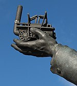File:Statue of George Stephenson outside Chesterfield Railway station (2).jpg
