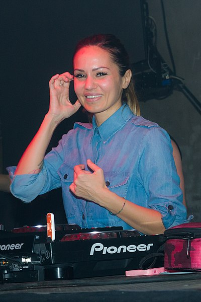 Picture of a band or musician: Deborah De Luca