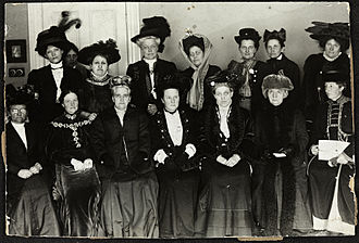 Millicent Fawcett - Suffrage Alliance Congress with Fawcett presiding, London 1909. Top row from left: Thora Daugaard (Denmark), Louise Qvam (Norway), Aletta Jacobs (Netherlands), Annie Furuhjelm (Finland), Madame Mirowitch (Russia), Käthe Schirmacher (Germany), Madame Honneger, unidentified. Bottom left: Unidentified, Anna Bugge (Sweden), Anna Howard Shaw (USA), Millicent Fawcett (Presiding, England), Carrie Chapman Catt (USA), F. M. Qvam (Norway), Anita Augspurg (Germany).