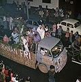 Surinaamse onafhankelijkheid feestende Surinamers op vrachtauto, Bestanddeelnr 254-9804.jpg