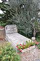 Suzette - Tombe de Jean Pierre Darras.JPG