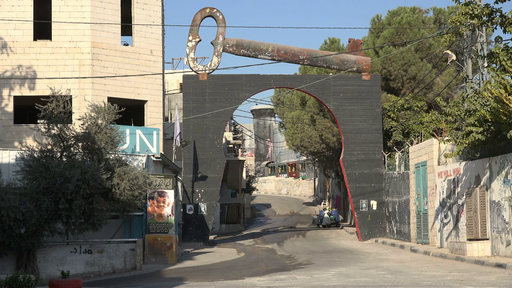 Symbolic-key-of-return-at-the-entrance-to-the-permanent-palestinian-refugee-camp-aida-in-bethlehem hl 9cntll thumbnail-full01