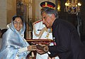 The President, Smt. Pratibha Devisingh Patil presenting the Padma Vibhushan to Shri Ratan Naval Tata at Civil Investiture-II Ceremony, at Rashtrapati Bhavan, in New Delhi on May 10, 2008.jpg
