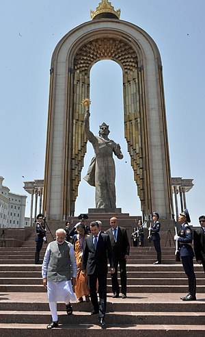 The Prime Minister, Shri Narendra Modi visiting the Ismaili Somoni Monument, at Dusti Square, in Dushanbe, Tajikistan on July 13, 2015 (1).jpg
