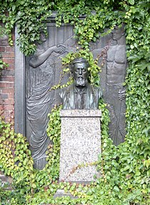 Tombstone Wilhelm Liebknecht.jpg