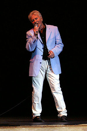 Brotherhood of Man - Tony Burrows in concert. Taken on May 17, 2008.