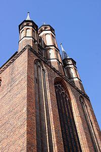 Toruń, kościół pw. WNMP (szczyt wschodni z sygnaturkami), ul. Panny Marii 2, (OLA Z.)