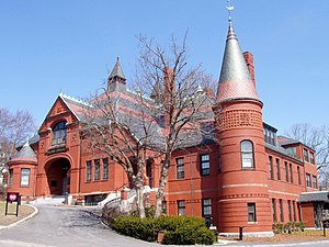 Superieur Belmont Town Hall (1881), Belmont, Massachusetts.