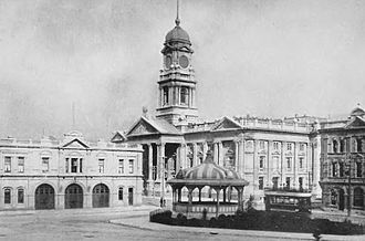 Wellington Town Hall - The Town Hall in 1913 (centre back). Visible is the clock tower which was removed in 1934.