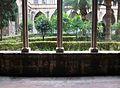 Tres columnes al claustre del convent de sant Doménec, València.JPG