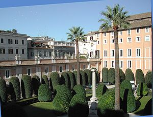 Palazzo Colonna - Courtyard of the palace with an ancient Roman column as the family's Coat of Arms symbol