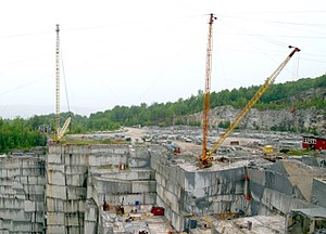Derrick - Two guy derricks at a granite quarry