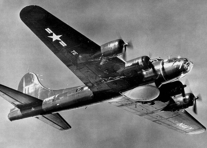 Met projek Cadillac II is 'n AN/APS-20 radar geïnstalleer in die B-17G, wat dit die eerste Airborne Early Warning and Control (AEW&C) maak.
