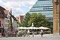 Ulm, Fischkastenbrunnen und Stadtbibliothek.jpg