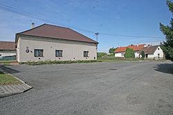 Urbanice obecní úřad1.JPG
