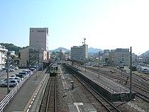 Uwajima-Station-Platform-20100526.jpg