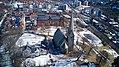 Vålerenga kirke med park (bilde 01) (2. april 2018).jpg