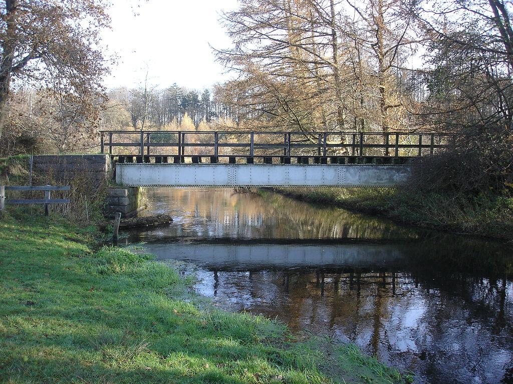 Bindeballestien krydser Vejle Å mellem Haraldskær og Vingsted
