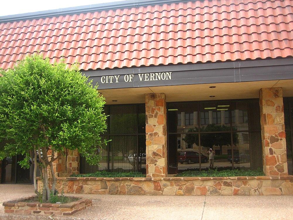 The population density of Vernon in Texas is 537.47 people per square kilometer (1392.66 / sq mi)