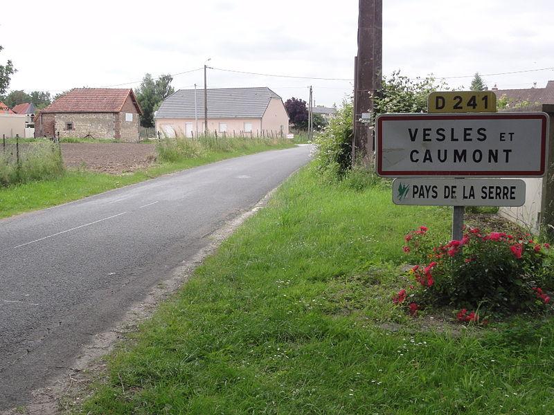 Vesles-et-Caumont (Aisne) city limit sign