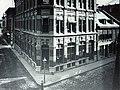 Vieux-Montréal 1885. Coin Sud-Ouest des rues Saint-Jean et Notre-Dame. (6489561283).jpg