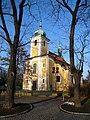 Vinoř, kostel Povýšení Sv. Kříže.jpg