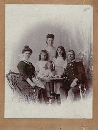 Vladimir Serafimov and his family.jpg
