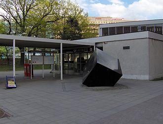 Solna strand metro station - Image: Vretens tunnelbanestation, utsidan
