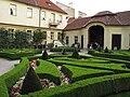Vrtbovská zahrada, dekorace prvního parteru se salou terrenou.JPG