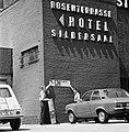 WK 74 training Uruguay in Duitsburg, aanbrengen bordjes Pressecentrum WK74, Bestanddeelnr 927-2472.jpg