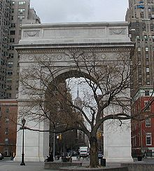La Fifth Avenue inizia al Washington Square Park.