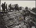 Watersnood 1953. Herstel van de dijk tussen Gouda en Gouderak. De bevolking, jon, Bestanddeelnr 059-1136.jpg