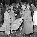 Watersnoodramp 1953. Koningin Juliana bezoekt Nieuw-Vossemeer, Bestanddeelnr 905-6100.jpg
