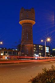 Watertoren in de avond