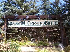 Welcome to Mt. Crested Butte, Colorado, elevation ۹٬۳۷۵ فوت (۲٬۸۵۸ متر).