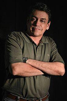 https://upload.wikimedia.org/wikipedia/commons/thumb/b/b1/Winston_Morales_Chavarro%2C_poeta_colombiano.jpg/220px-Winston_Morales_Chavarro%2C_poeta_colombiano.jpg