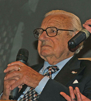 English: Sir Nicholas Winton - British humanit...