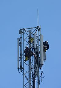 Workers on pylon J2.jpg