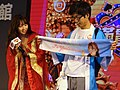 Yua Mikami and her fan on Taiwan Pavilion stage 20180127a.jpg