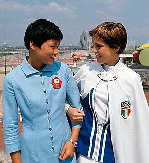 baccd75cc4 Las nadadoras Yukari Takemoto y Novella Calligaris en la Villa Olímpica.