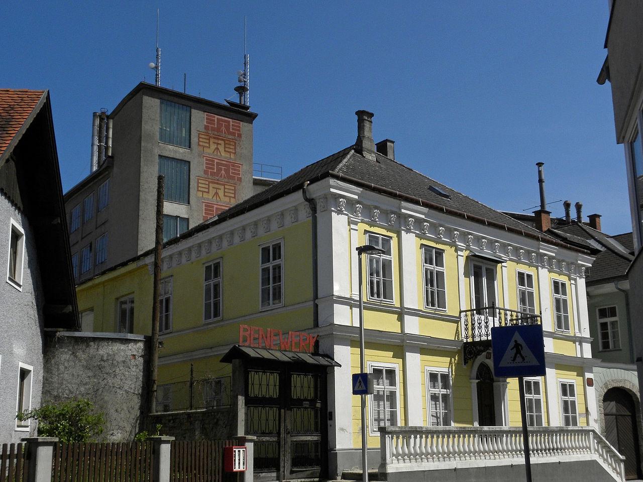 File:Zell Markt - bene-Büromöbel.jpg - Wikimedia Commons