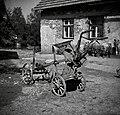 """""""Plužne"""", ki služijo sedaj za vožnjo novega pluga na njivo, Artiža vas 1950.jpg"""