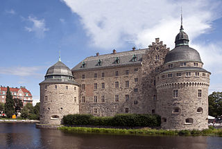 Örebro Castle was originally built as the large stronghold, probably in the mid 1300s, and was probably by order of the King Magnus IV of Sweden.