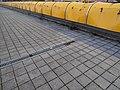 Černý Most, chodníková rampa od stanice Rajská zahrada, kanálek (03).jpg